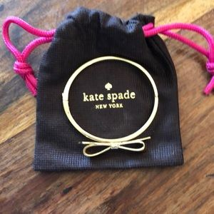 ♠️Like new Kate Spade gold bow bangle bracelet♠️